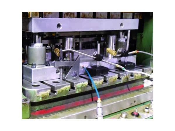 Commercio-olio-per-stampaggio-lamiera